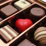 義理チョコを職場の男性にあげるべき?バレンタインが近づくと憂鬱になる女性の本音